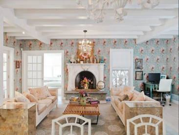 House Tour: Inside Betsey Johnson's Subdued Hamptons Cottage