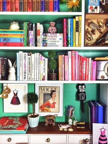 Design How-to: 9 Tips to Style Your Bookshelves Like a Pro!
