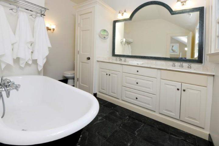 93-Summit-Road-Greenwich-Real-Estate-Riverside-CT-Master-Bathroom