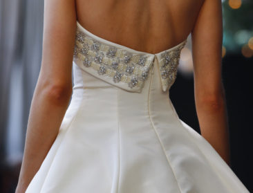 What to know before saying 'yes' to an online wedding dress