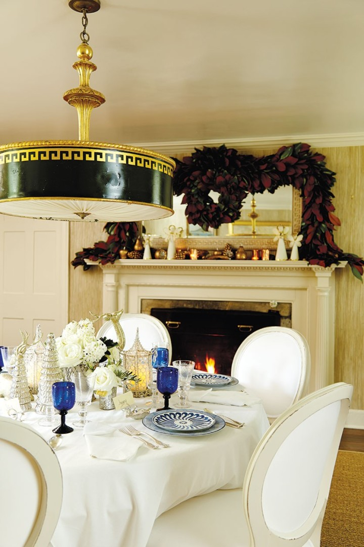 Bunny-Williams-Holiday-mantle-How-To-Decorate.com-4