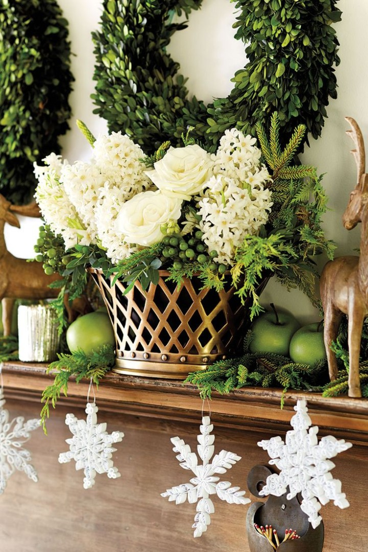 Bunny-Williams-Holiday-mantle-How-To-Decorate.com