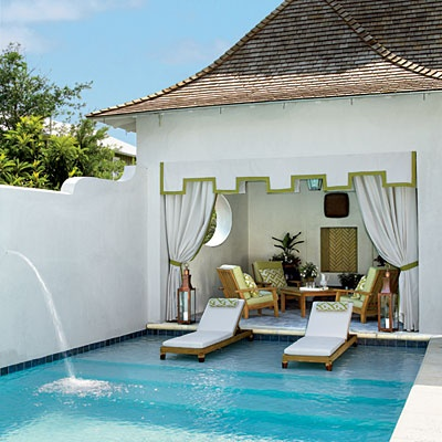 Pool house chic follies cabanas and tents the well appointed house blog living the well - Outdoor decoratie zwembad ...
