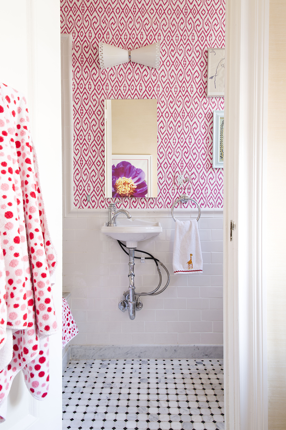 Designer spotlight lilly bunn the well appointed house for Trendy bathroom wallpaper