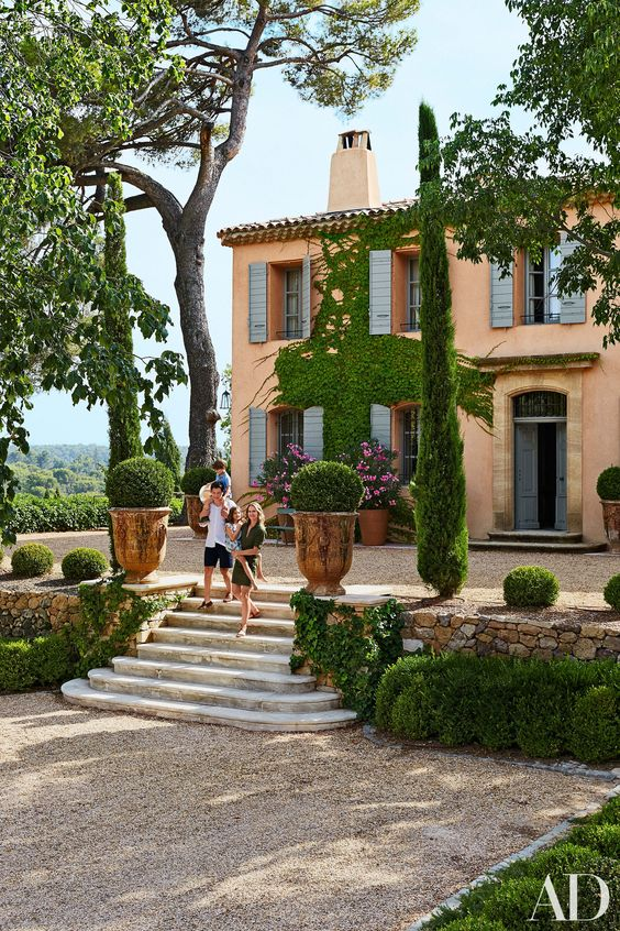 French-Country-Garden-Planters-Architectural-Digest-Frederic-Fekkai-Provence-Home
