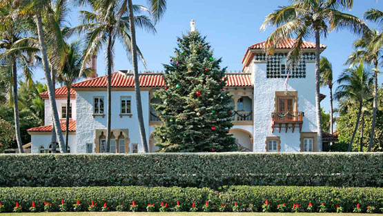 From NY Social Diary, photo by Augustus Mayhew, of realtor Lawrence Moens home on South Ocean Boulevard