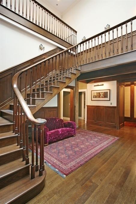 Peter-Jacksons-stairs-eccbeb