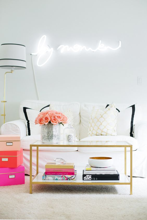 Style-Me-Pretty-How-to-style-coffee-table