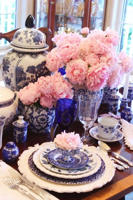 blue-and-white-dining-room-table