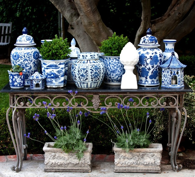 blue-and-white-porcelain-outdoors-garden