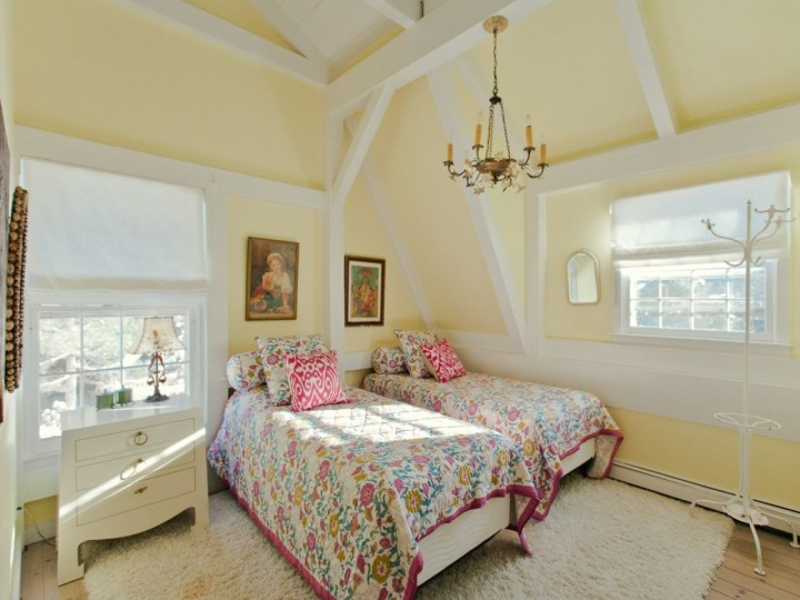 gallery-1439226476-betsey-johnson-house-2-de