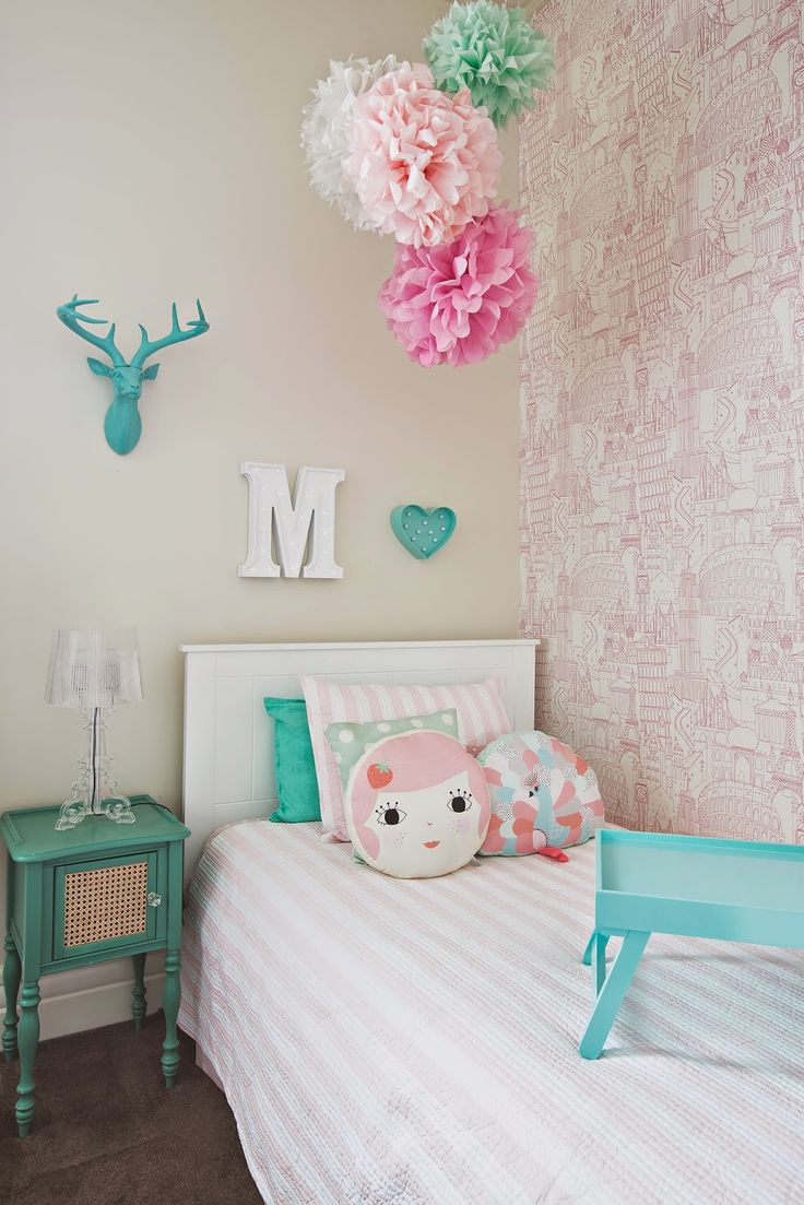 Our top 10 favorite kid friendly wallpapers the well appointed house blog living the well - Year old girl room ideas ...