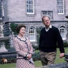 Cómo el príncipe Felipe se convirtió en el improbable esposo de la reina Isabel    Tiempo