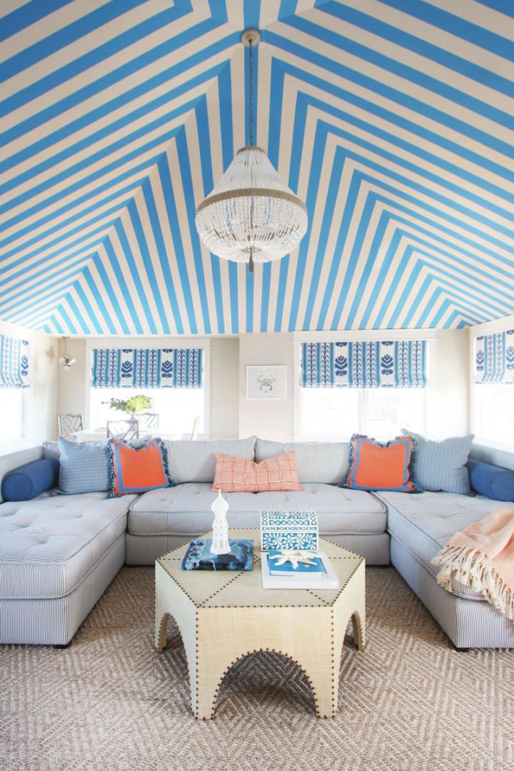 beach-house-living-room-blue-chevron-ceiling-wallpaper