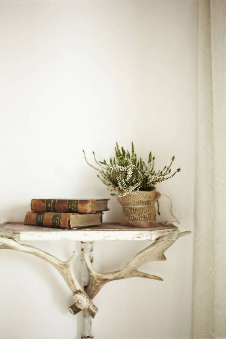 luxury-villa-rentals-italy-antler-decor