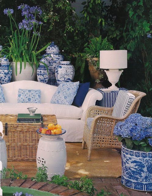outdoor-blue-and-white-porcelain