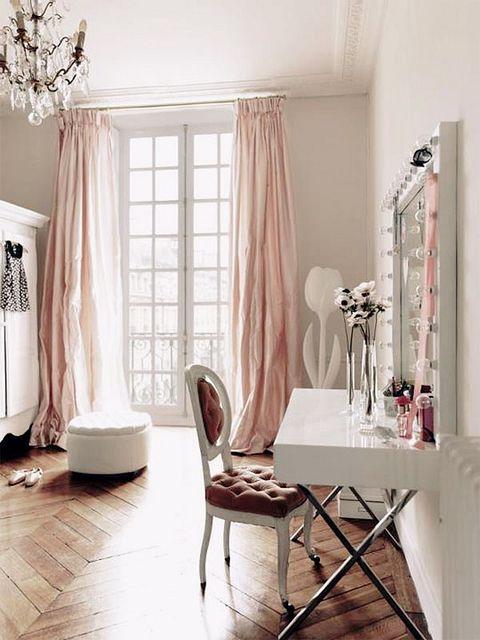 pink-blush-home-office-decor-white-lacquer-desk