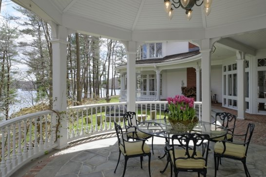 Director Ron Howard Lists Greenwich Ct Home In Conyers