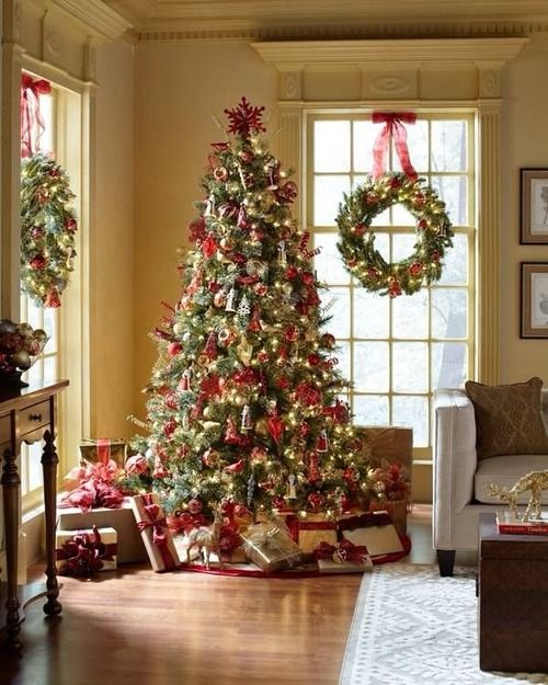Homes Decorated For Christmas On The Inside: Christmas Wreaths On Windows: Outdoors And Indoors!
