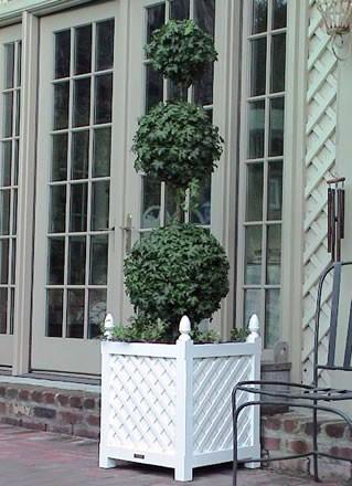 wooden_garden_planter_with_lattice_design_in_white